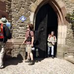Pilger vor der ev. St. Jakobus Kirche in Hettstedt