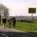 Am Ortsschild von Hettstedt